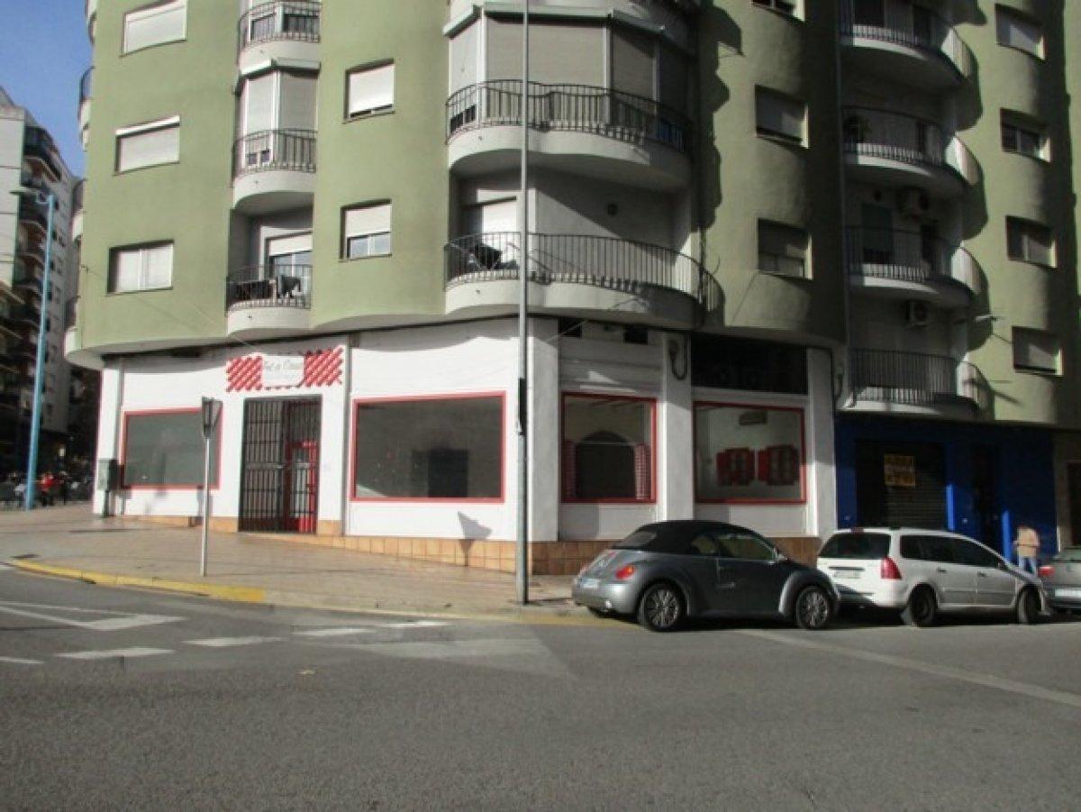 local-comercial en xativa · a-maravall 900€