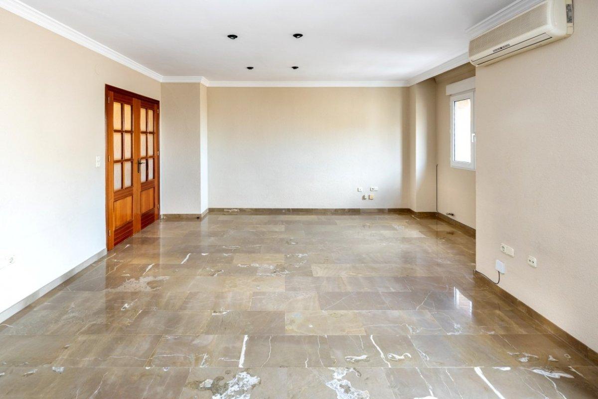 Gran piso de 4 dormitorios en buen estado y en pleno centro de armilla