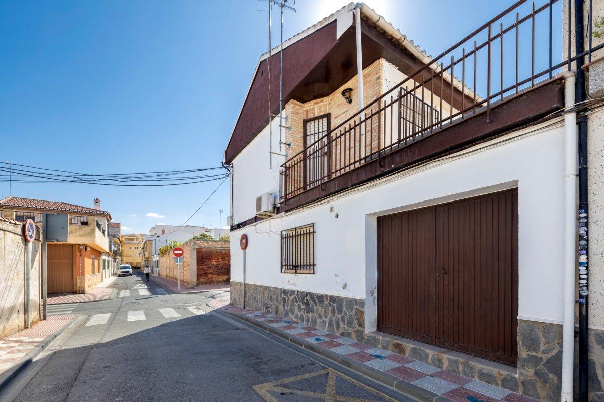 Magnifica oportunidad casa adosada en esquina, Granada