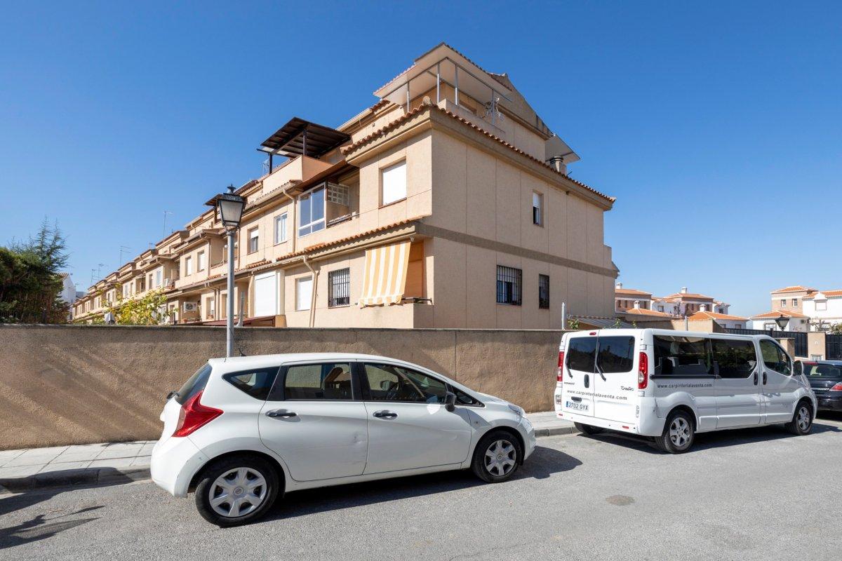 BONITA ADOSADA EN OGIJARES (LOMA LINDA ) EN URBANIZACIÓN PRIVADA CON PISCINA Y MAGNIFICAS VISTAS, Granada