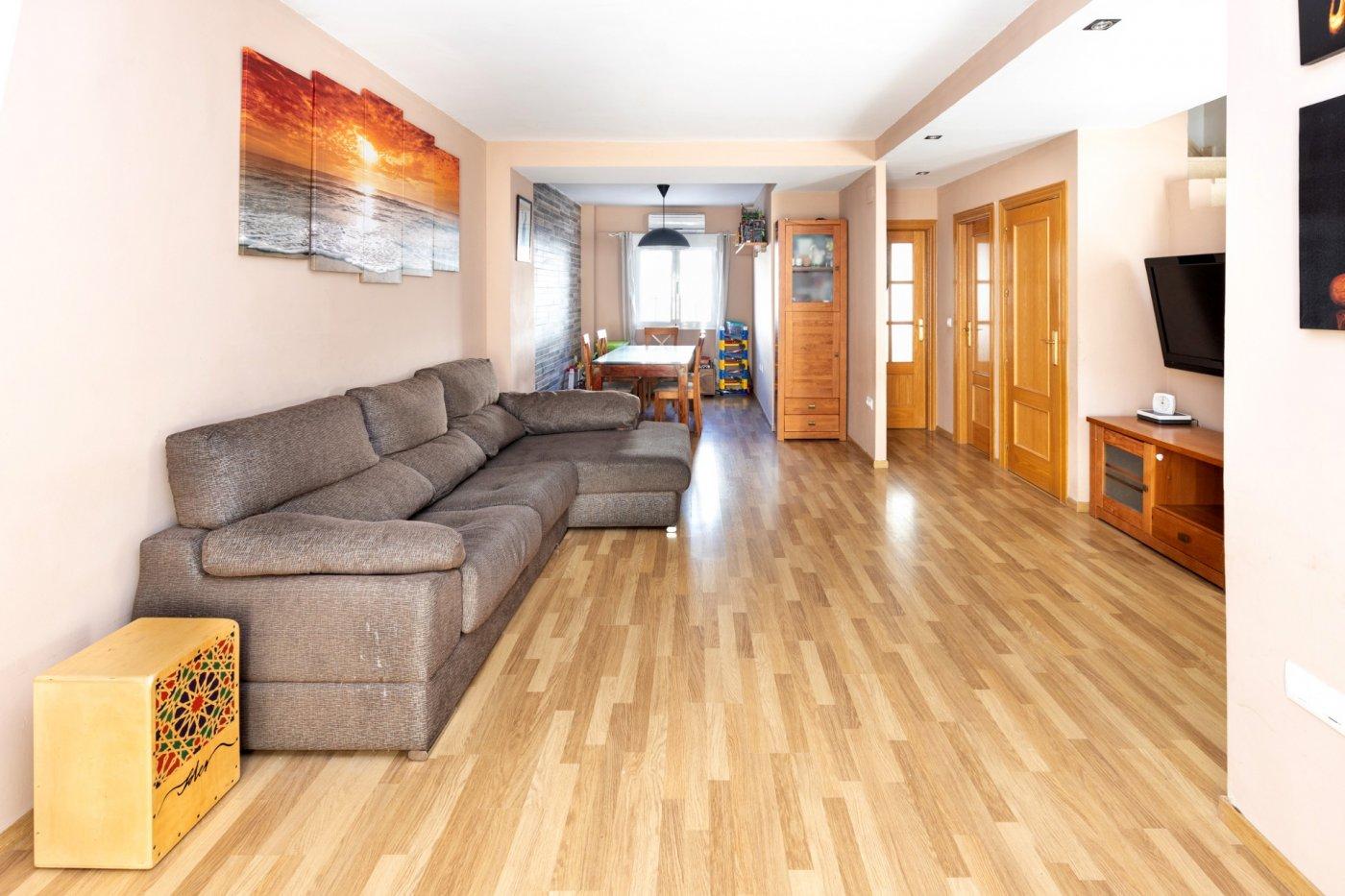 Bonita vivienda en belicena, lista para entrar a vivir: amplia ,luminosa ,buenas calidades..