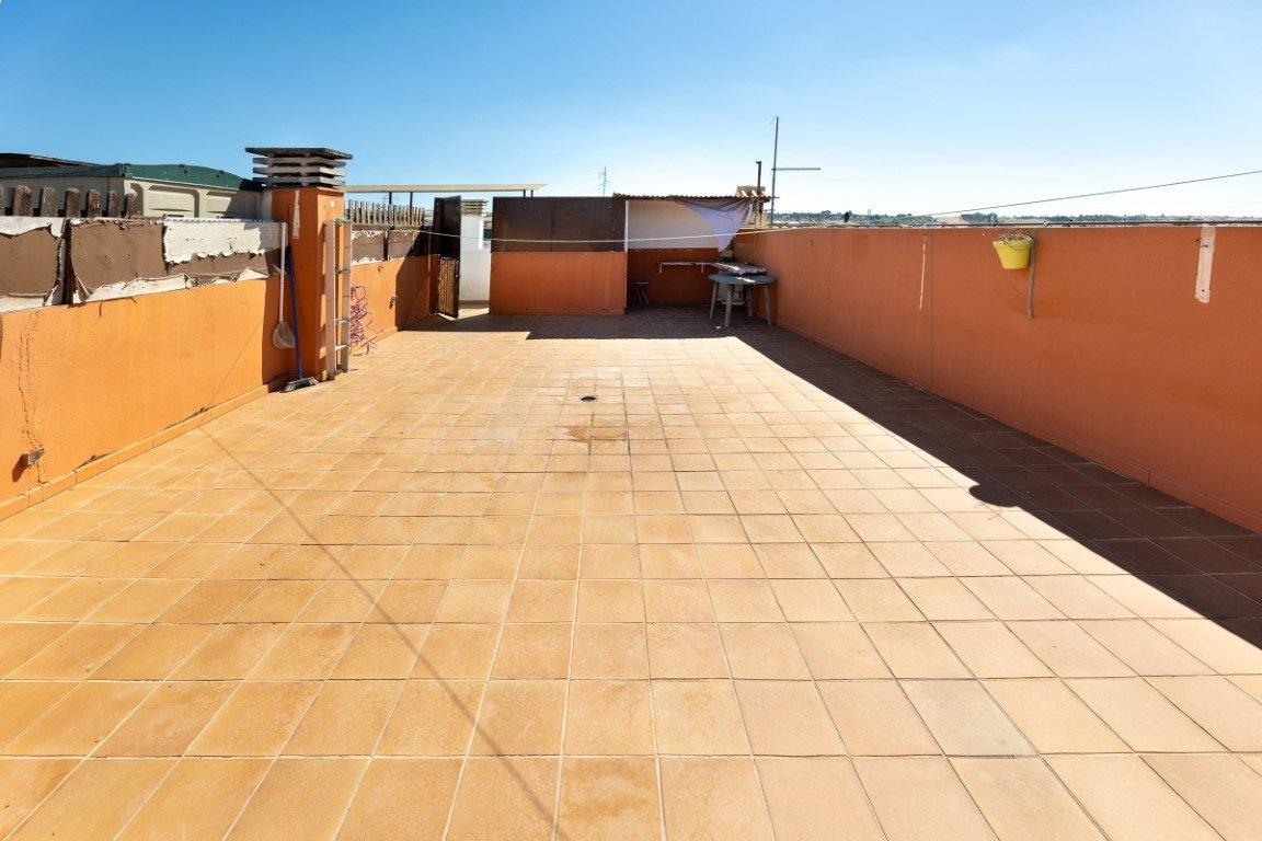 Estupendo piso de dos dormitorios con terraza de 60 m2