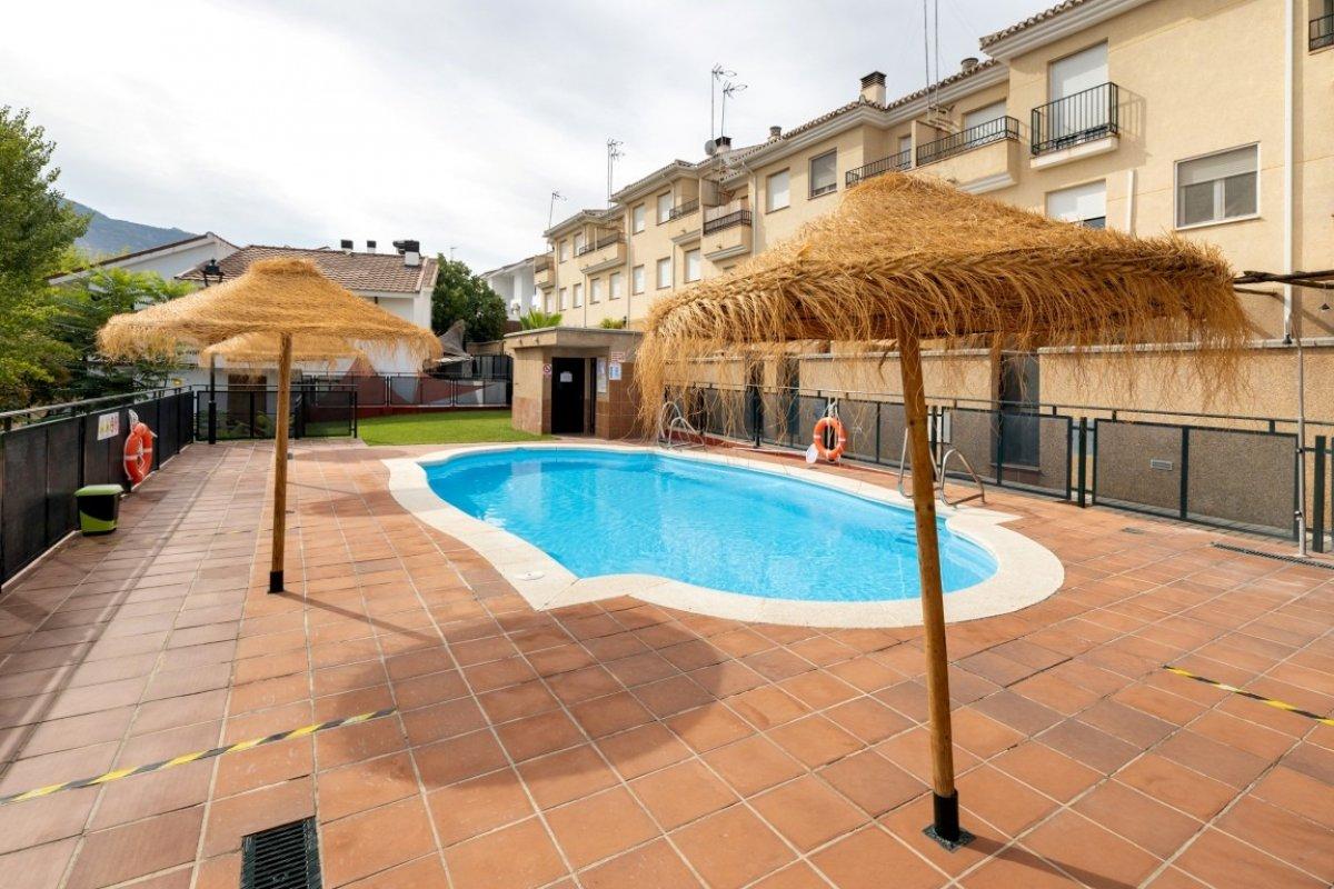Casa adosada en residencial privado con piscina comunitaria