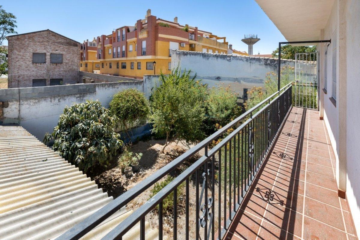 Casa en dos plantas, 5 dormitorios, gran patio, en zona ermita de churriana de la vega