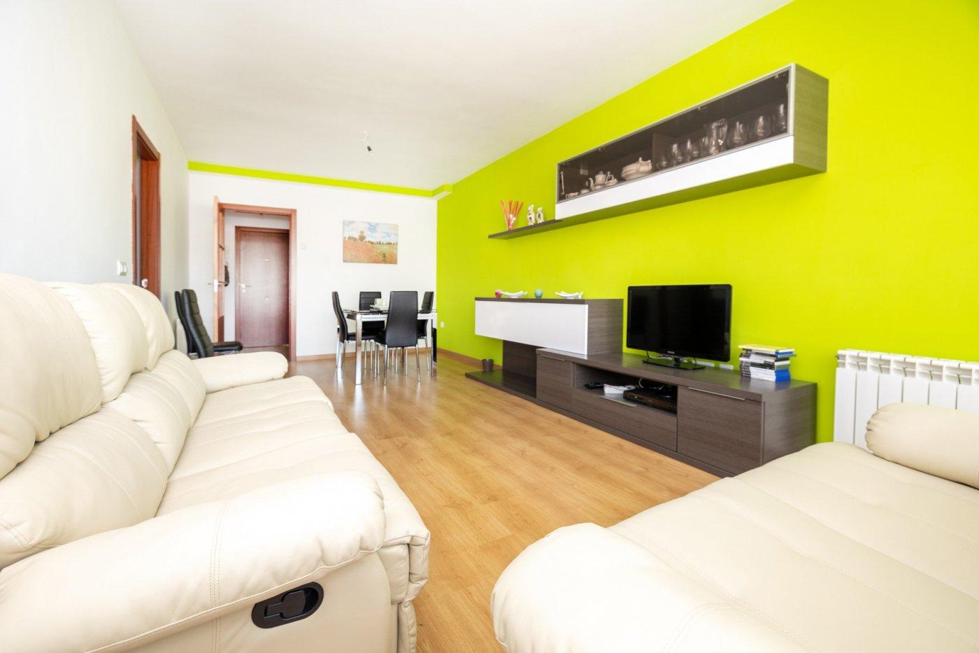 VIVIENDA EXCLUSIVA EN LA ZUBIA!! Se trata de un piso que resulta acogedor desde el primer momento, Granada