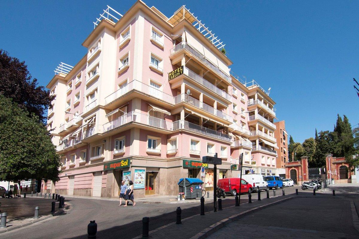 Extraordinaria vivienda situado en la prestigiosa PLAZA DE LOS CAMPOS, Granada