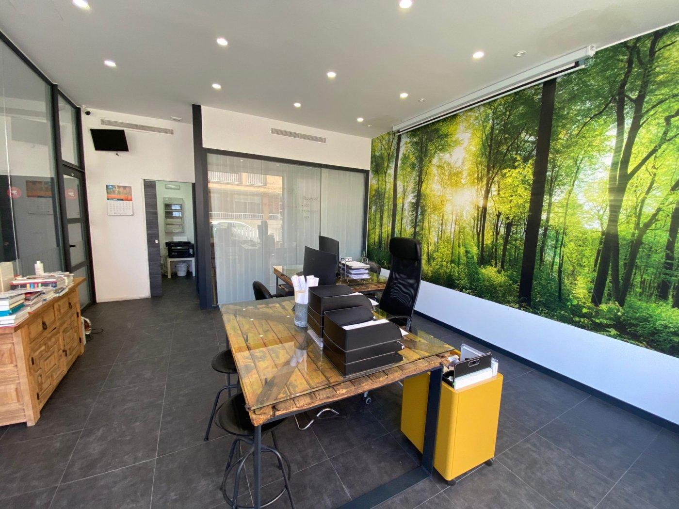 Amplio local con trasteros y zona de oficina. - imagenInmueble2