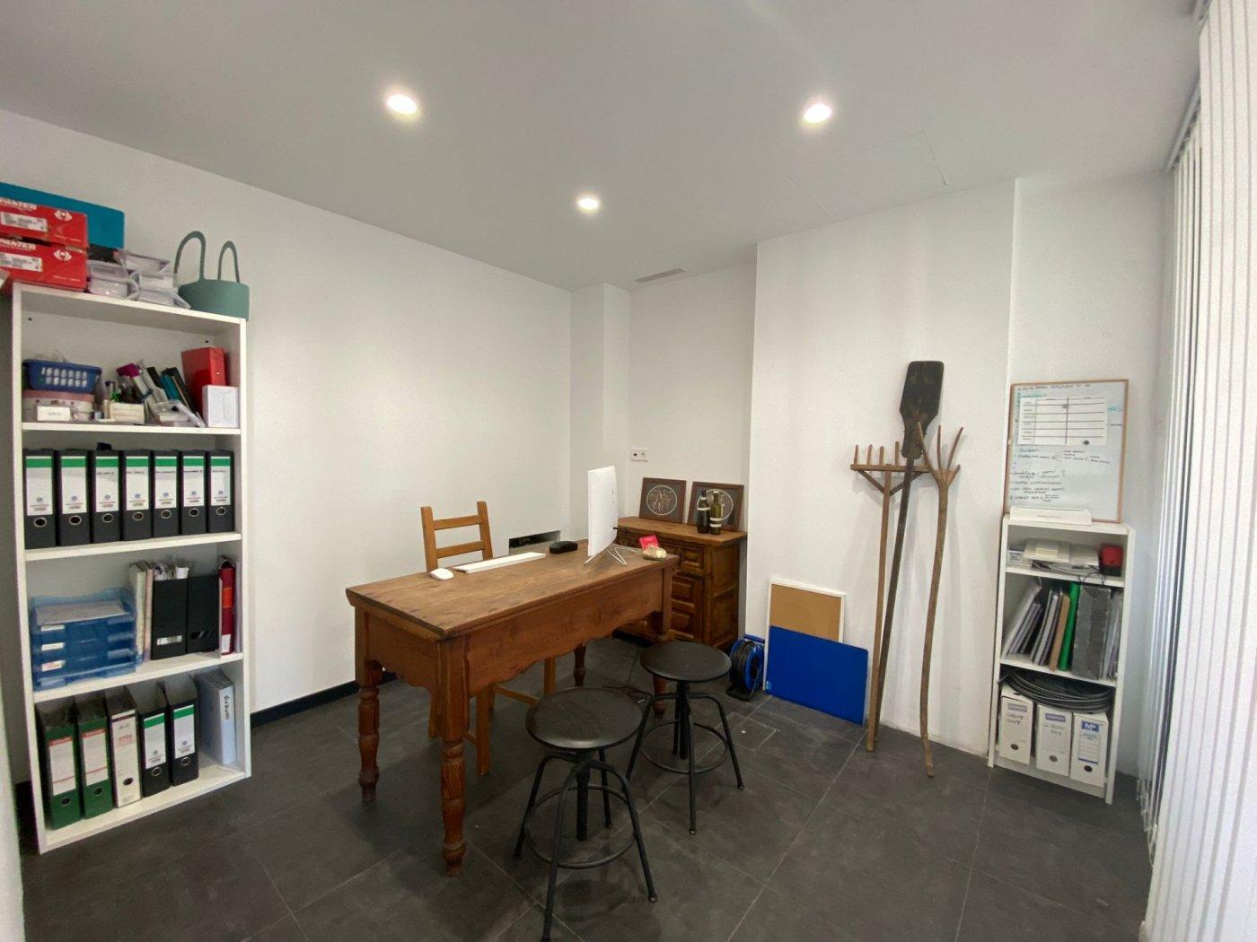 Amplio local con trasteros y zona de oficina. - imagenInmueble3