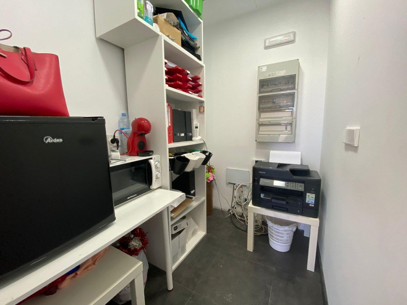 Amplio local con trasteros y zona de oficina. - imagenInmueble4