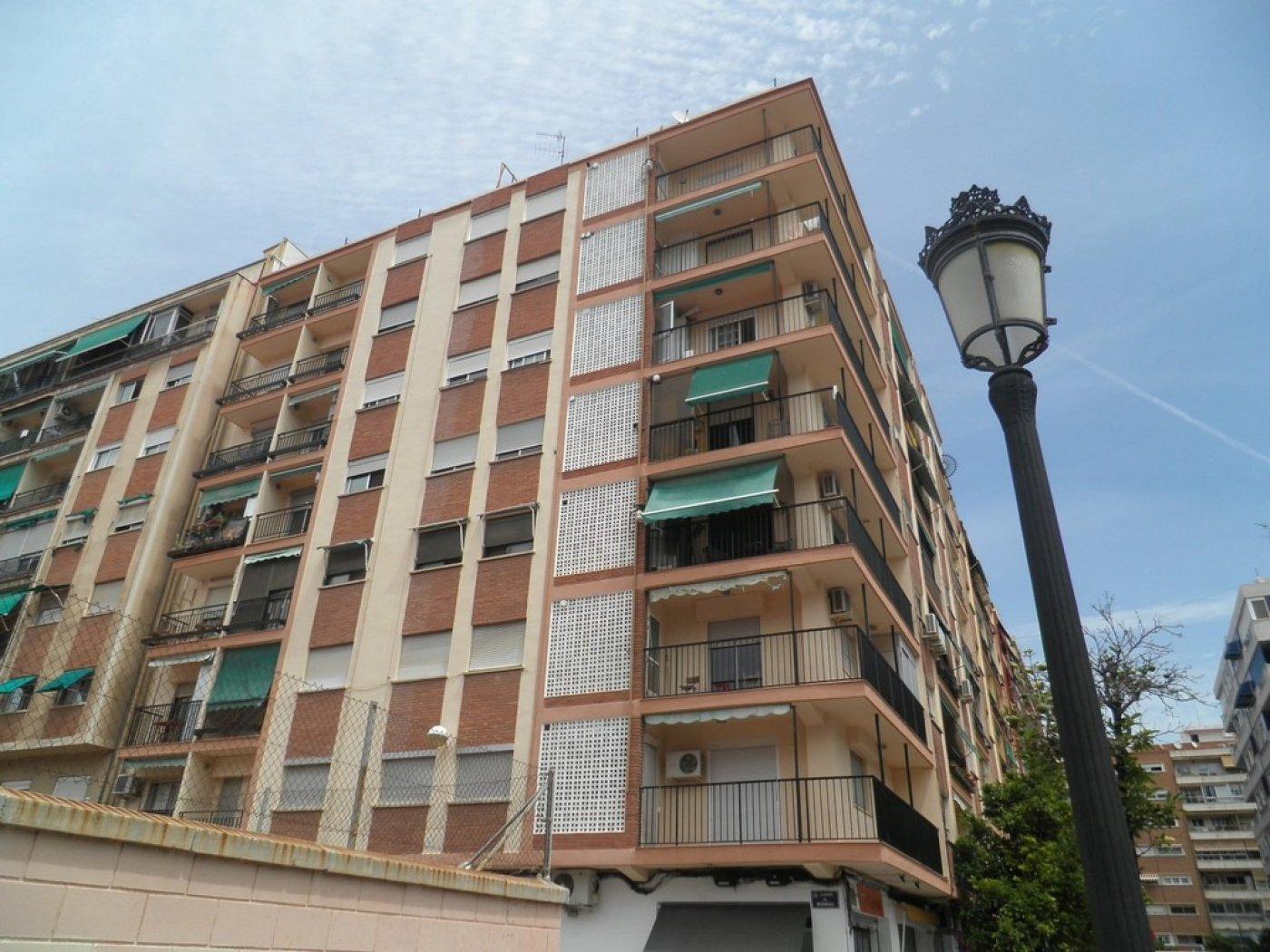 Oportunidad de vivienda reformada en finca con ascensor  y garaje incluido - imagenInmueble0