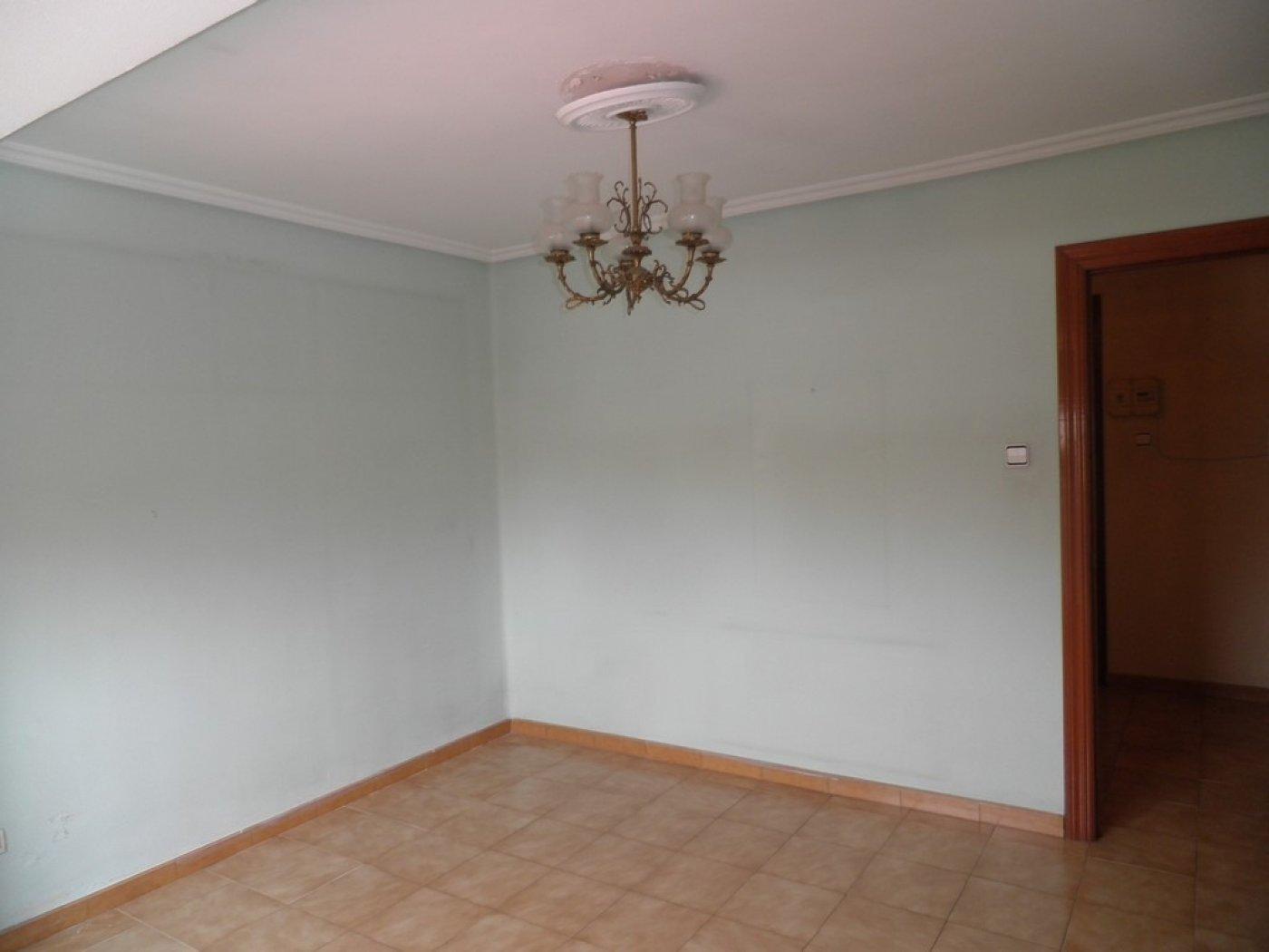 Oportunidad de vivienda reformada en finca con ascensor  y garaje incluido - imagenInmueble9