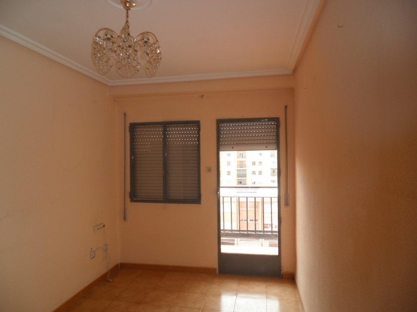 Oportunidad de vivienda reformada en finca con ascensor  y garaje incluido - imagenInmueble11