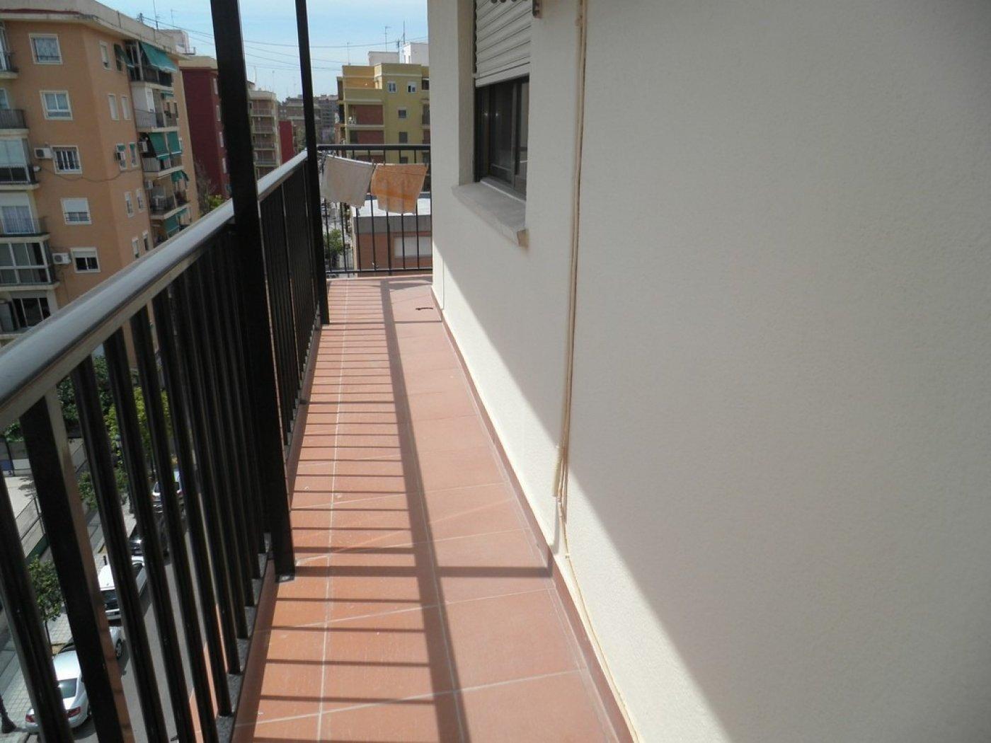 Oportunidad de vivienda reformada en finca con ascensor  y garaje incluido - imagenInmueble14