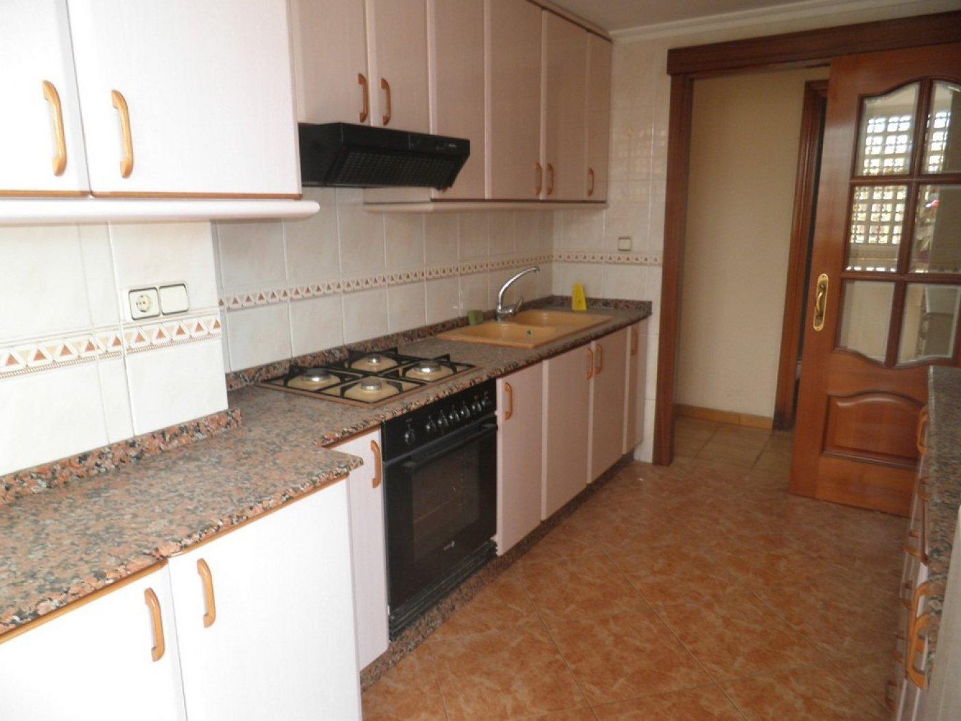 Oportunidad de vivienda reformada en finca con ascensor  y garaje incluido - imagenInmueble1