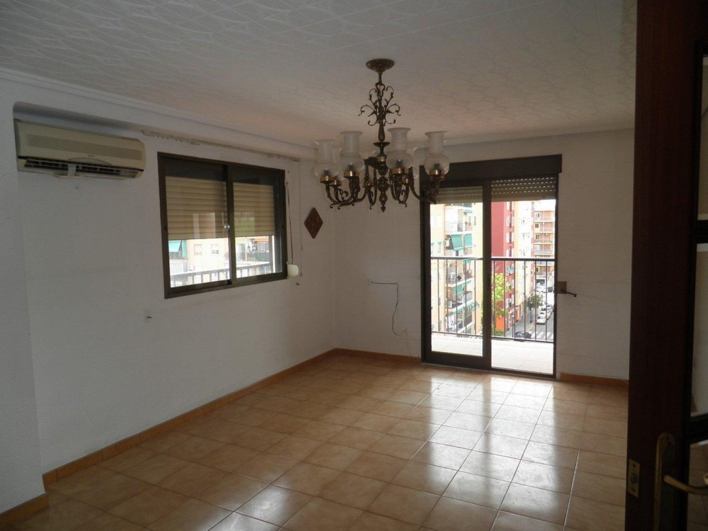 Oportunidad de vivienda reformada en finca con ascensor  y garaje incluido - imagenInmueble3