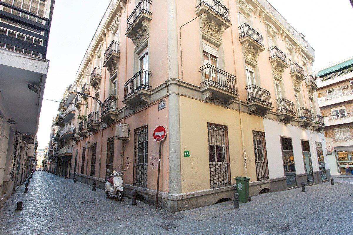 Local comercial en pleno centro., Granada