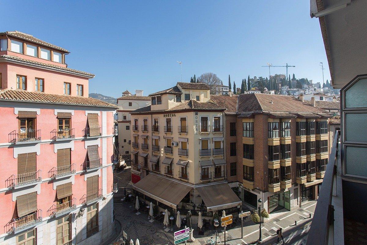 Exclusivo piso en el corazón de Granada, Plaza Isabel la Católica., Granada