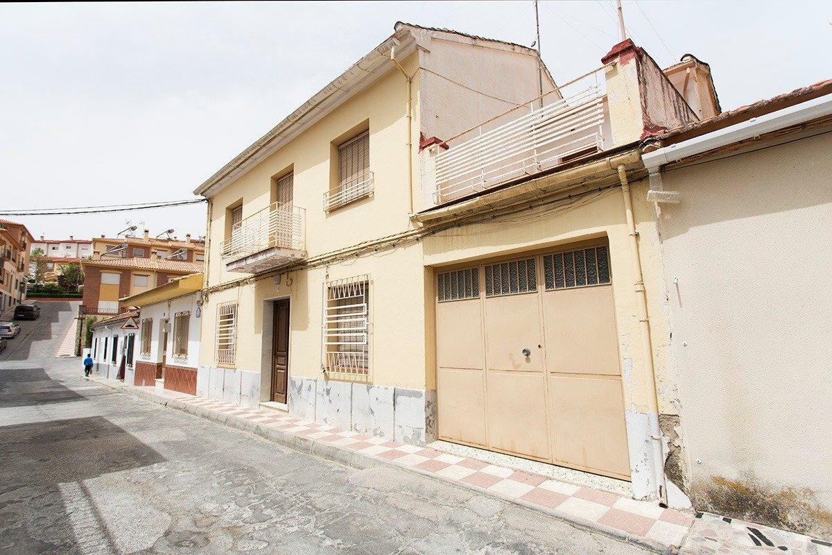 Magnifica casa de pueblo en pleno centro de Alfacar junto a Fuente Chica. Plaza de garaje. Muy ampli, Granada