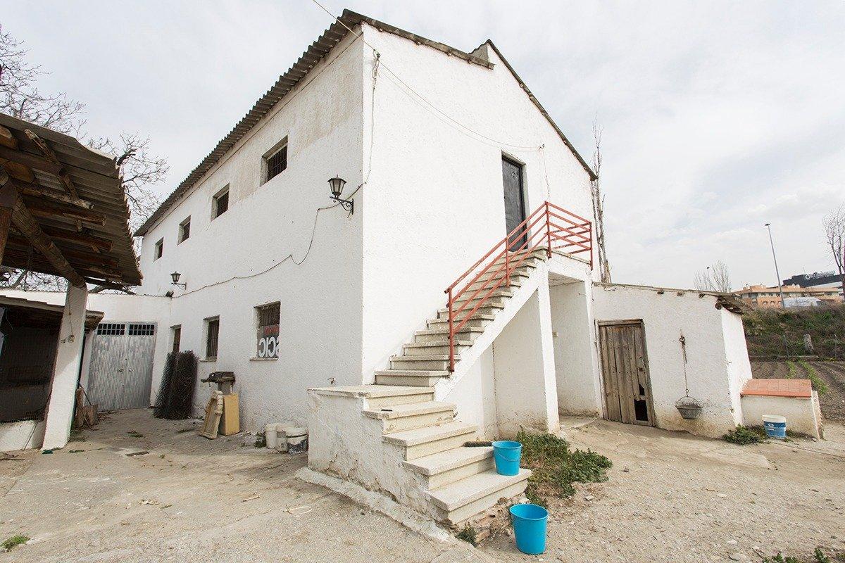 Finca rústica junto a la zona de Neptuno. A diez minutos andando de Puerta Real!!! Gran oportunidad., Granada