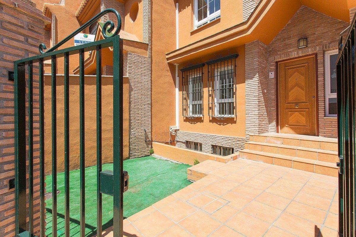 Adosada en Cájar, en muy buen estado y con una excelente  ubicación., Granada
