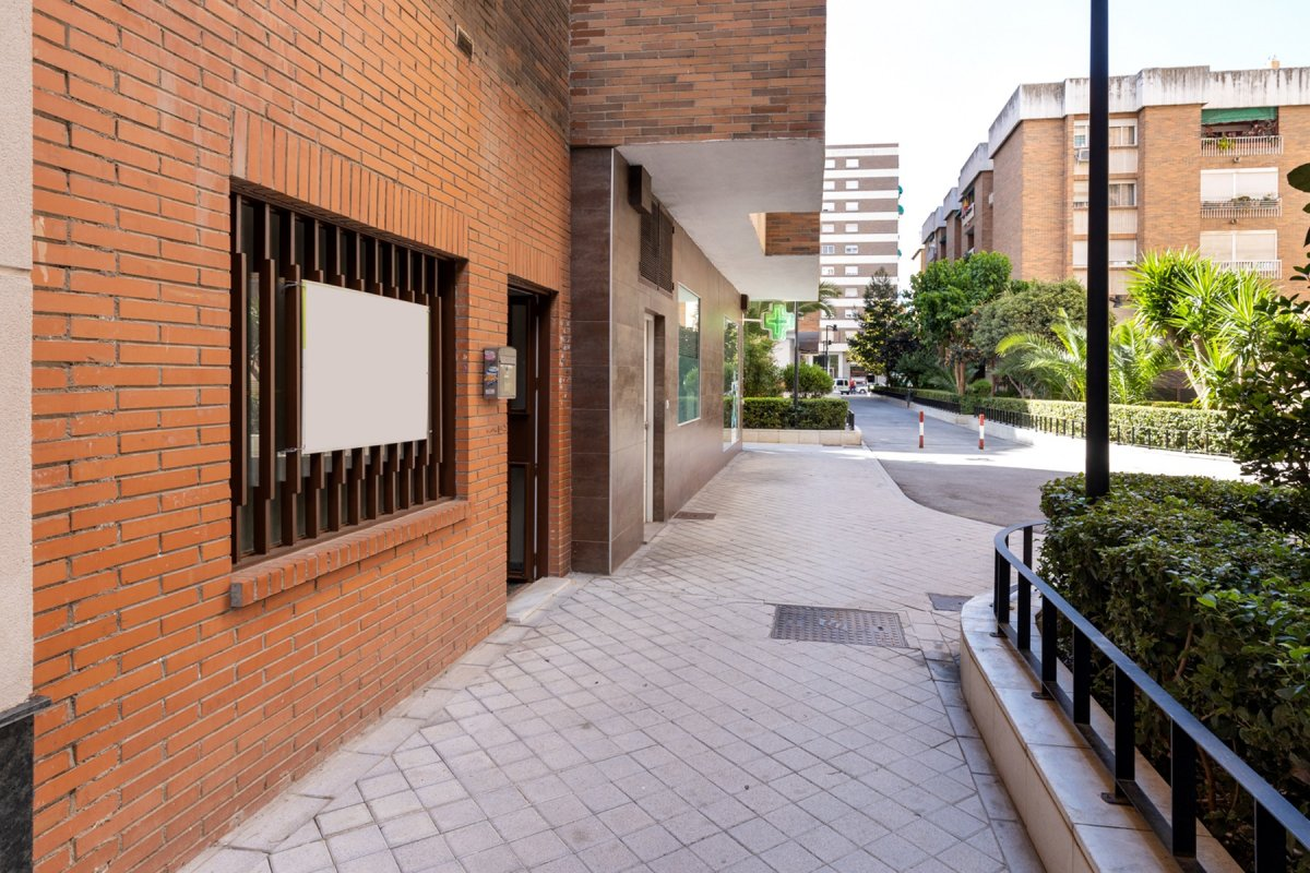 Local en zona Alminares del Genil, Granada