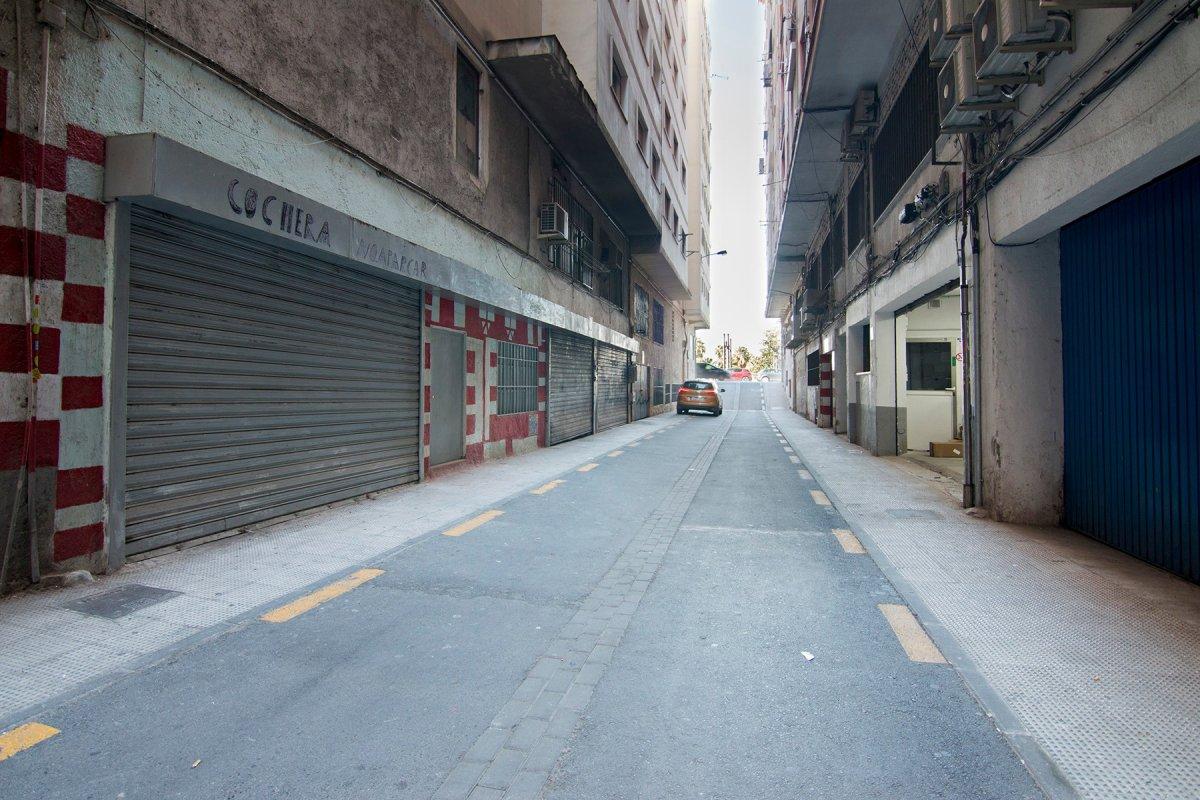 Local de 198 m2 de superficie en planta sotano en zona Camino de Ronda, actualmente está como almace, Granada