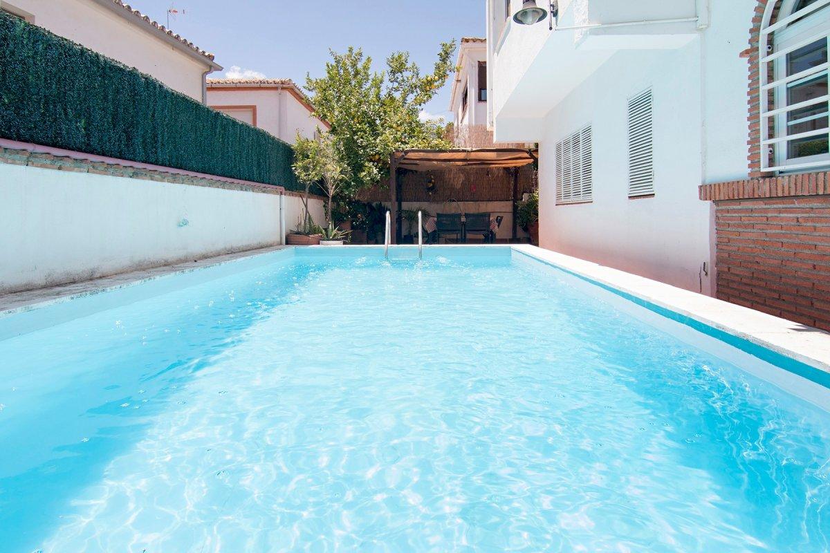Chalet en Huetor Vega zona Rebites, 190 m2 de superficie construida distribuidas en dos plantas., Granada