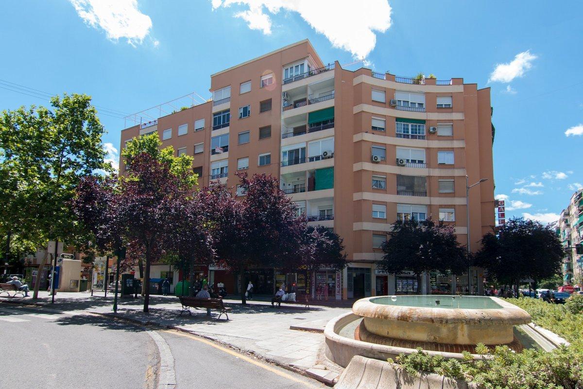 Piso en Avenida Don Bosco - Zaidin