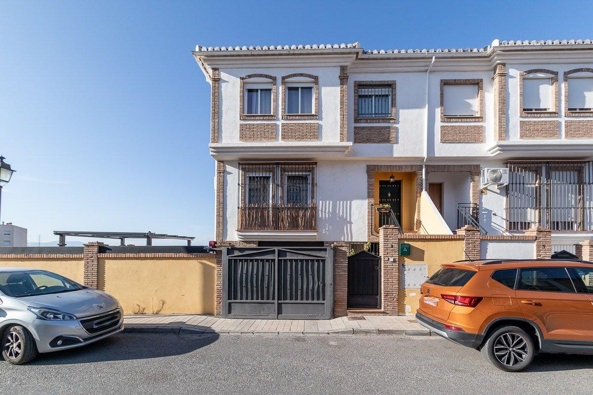 Espectacular adosado en esquina en la entrada de Las Gabias, Granada