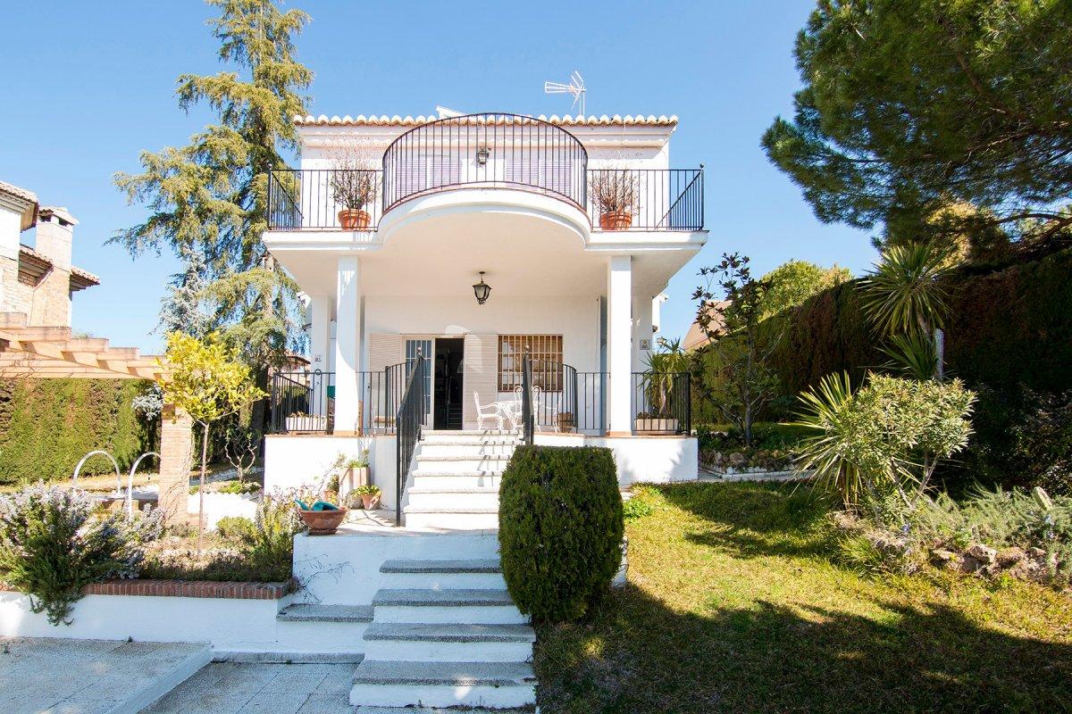 Magnífica casa con terreno en La Zubia