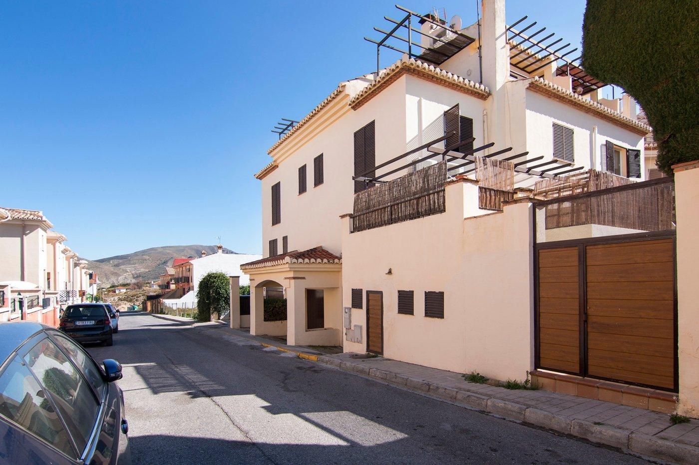 Coqueta casa adosada en el barrio de Monachil