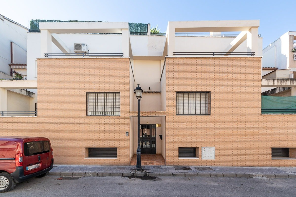 Magnifico piso a la entrada de Las Gabias con 2 cocheras y 1 trastero