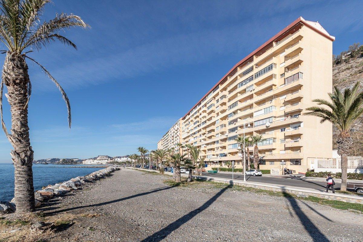 Piso en primera línea de playa en Almuñécar, Granada
