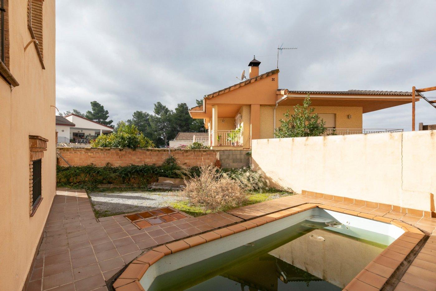 Casa pareada con piscina en Huetor Vega