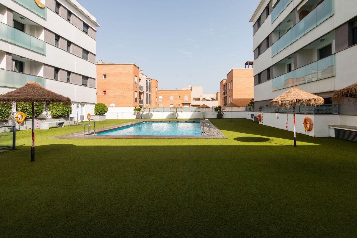 Piso en el serrallo en el Ed. Cosmópolis: urbanización con piscina y zonas comunes