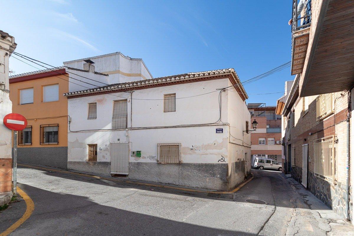 Casa para reformar en el centro de La Zubia