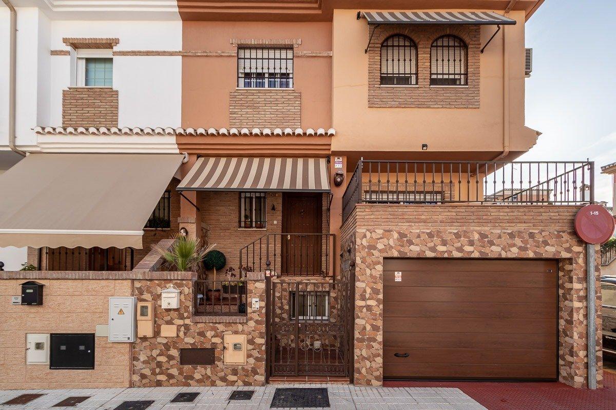Preciosa casa adosada en esquina en peligros