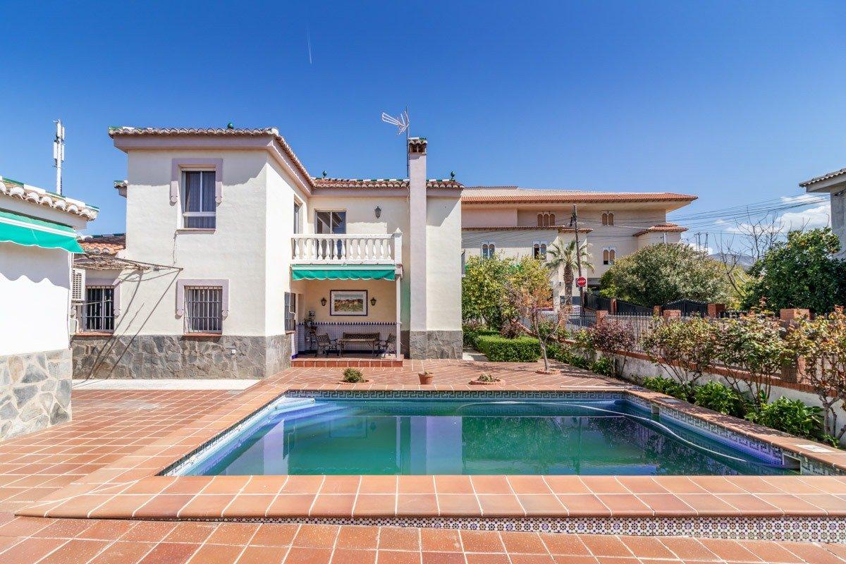 Chalet independiente con parcela de 500 m2 en la misma entrada de Cájar., Granada