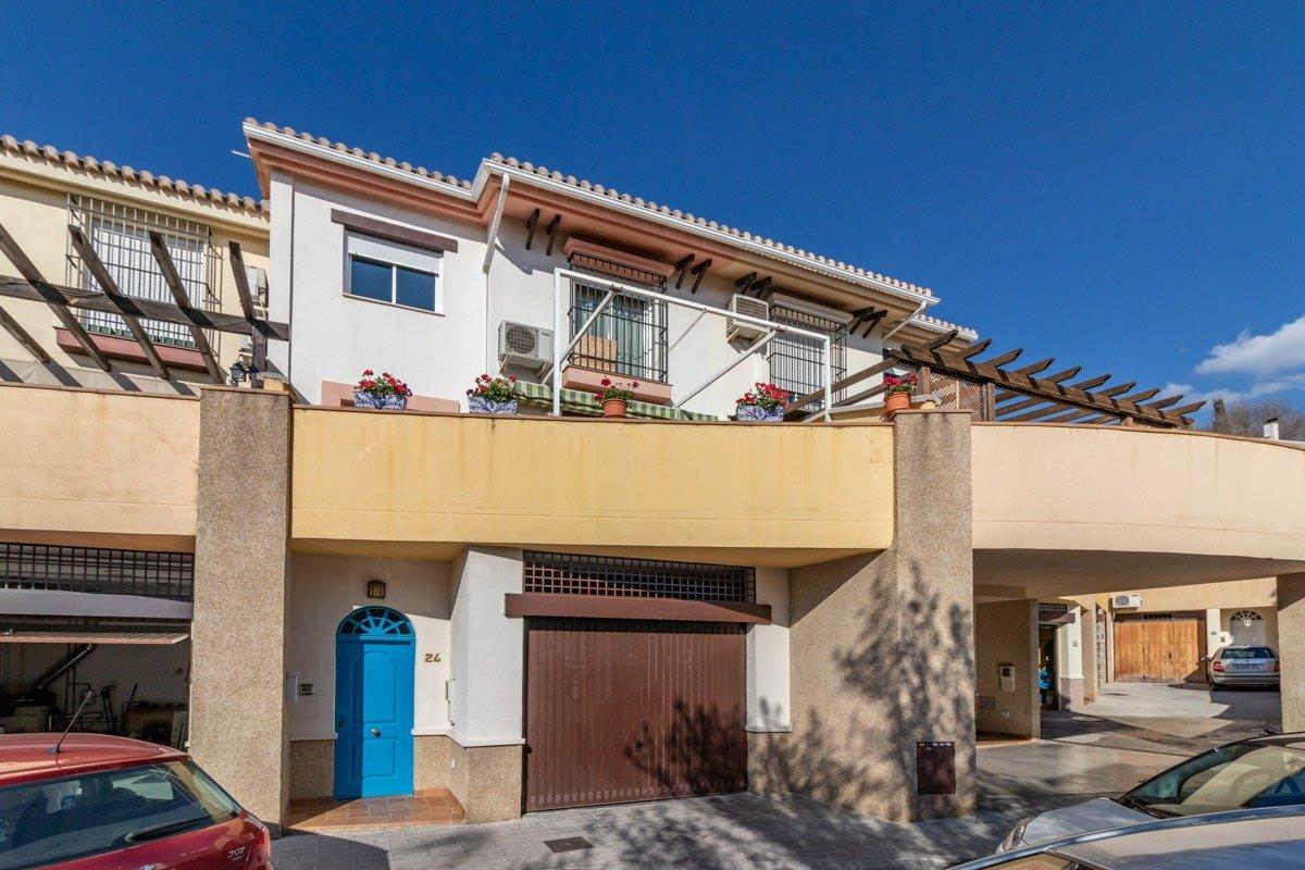 Unifamiliar de 4 dormitorios en zona baja del Barrio de Monachil, Granada