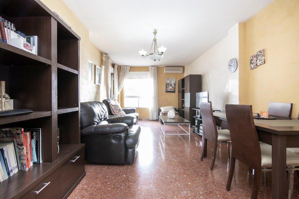Piso  en el centro de Albolote junto a la Iglesia, com 3 dormitorios; en una de las zonas de expansi