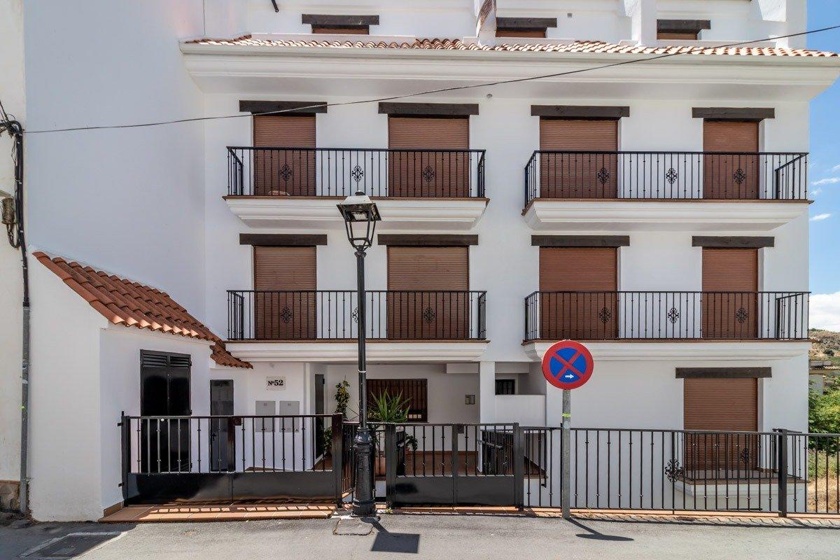 Piso de 2 dormitorios, totalmente amueblado en Monachil pueblo, Granada