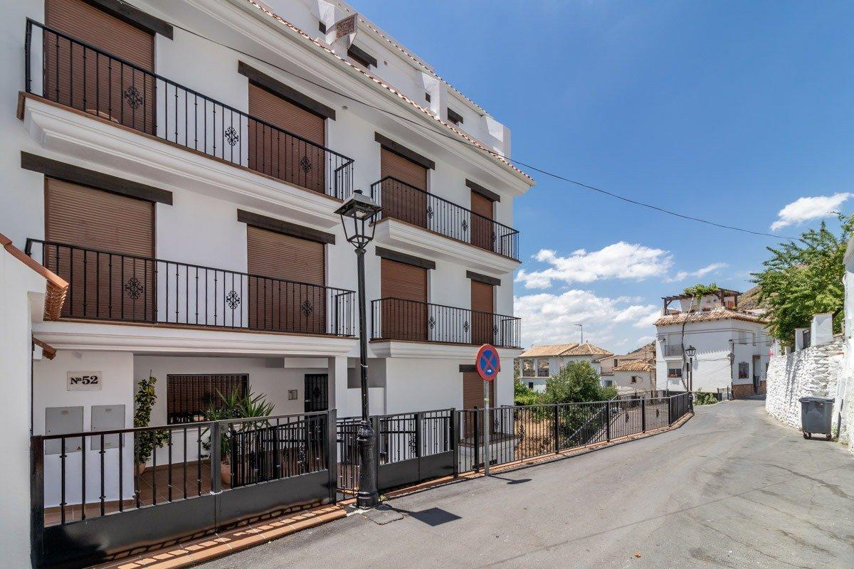Piso de 2 dormitorios en el pueblo de Monachil, Granada