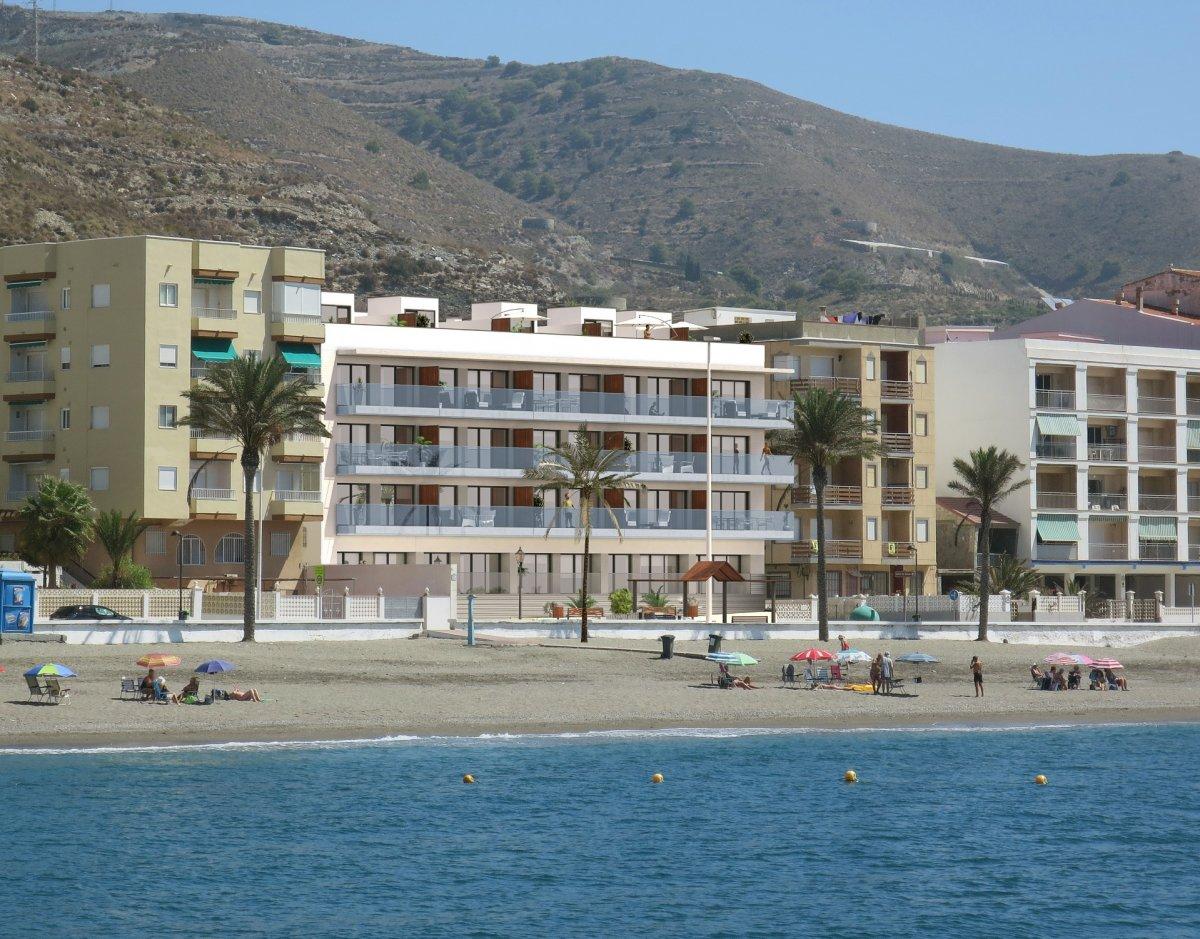 Torrenueva – primera línea de playa, en paseo marítimo.