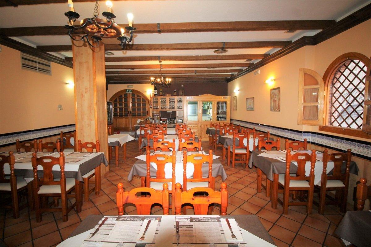 Restaurante totalmente instalado en Granada