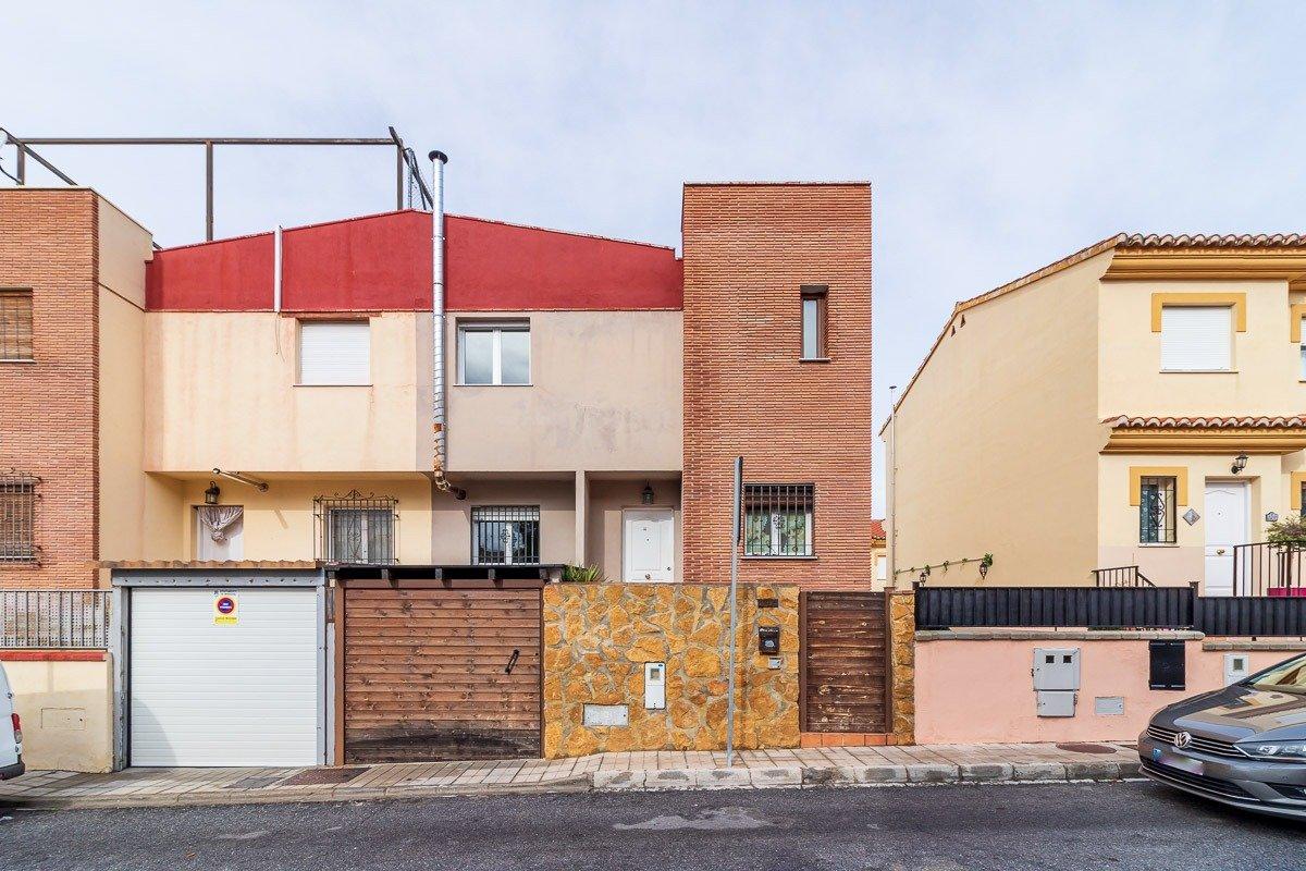 Unifamiliar en esquina en el barrio de monachil