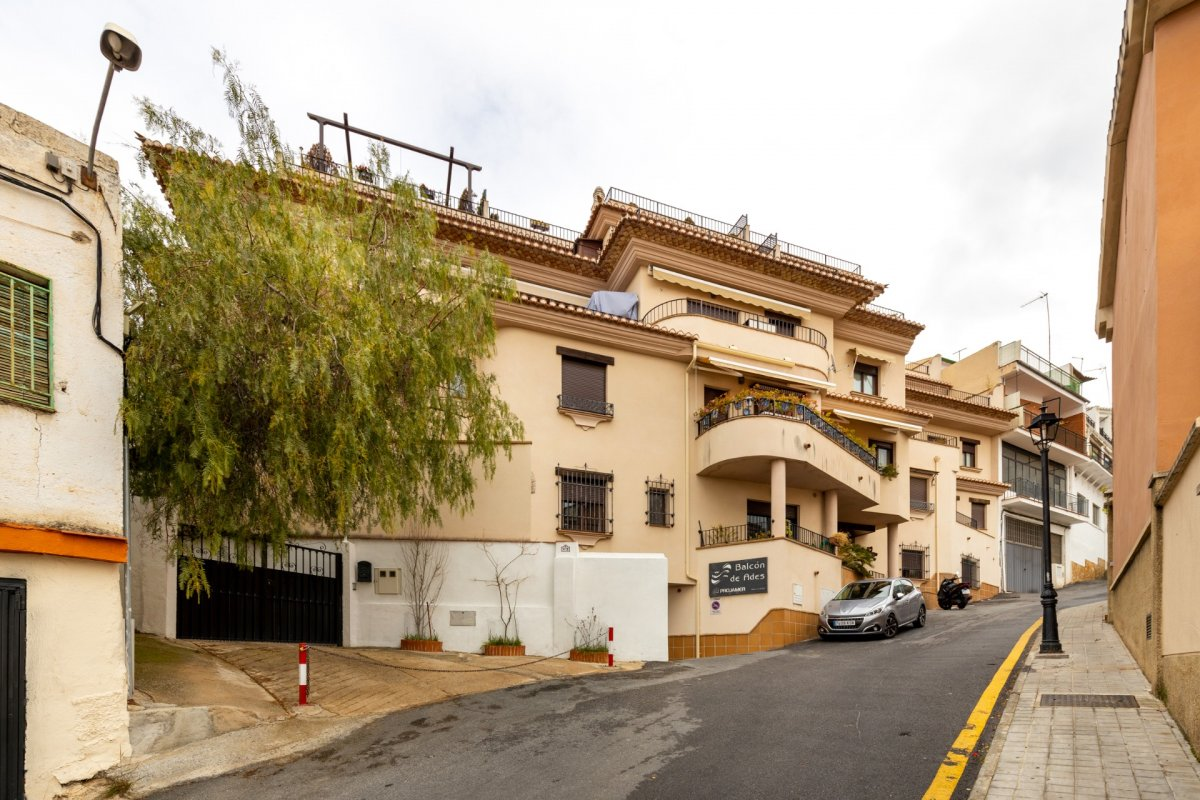 ático de 2 dormitorios en barrio de monachil