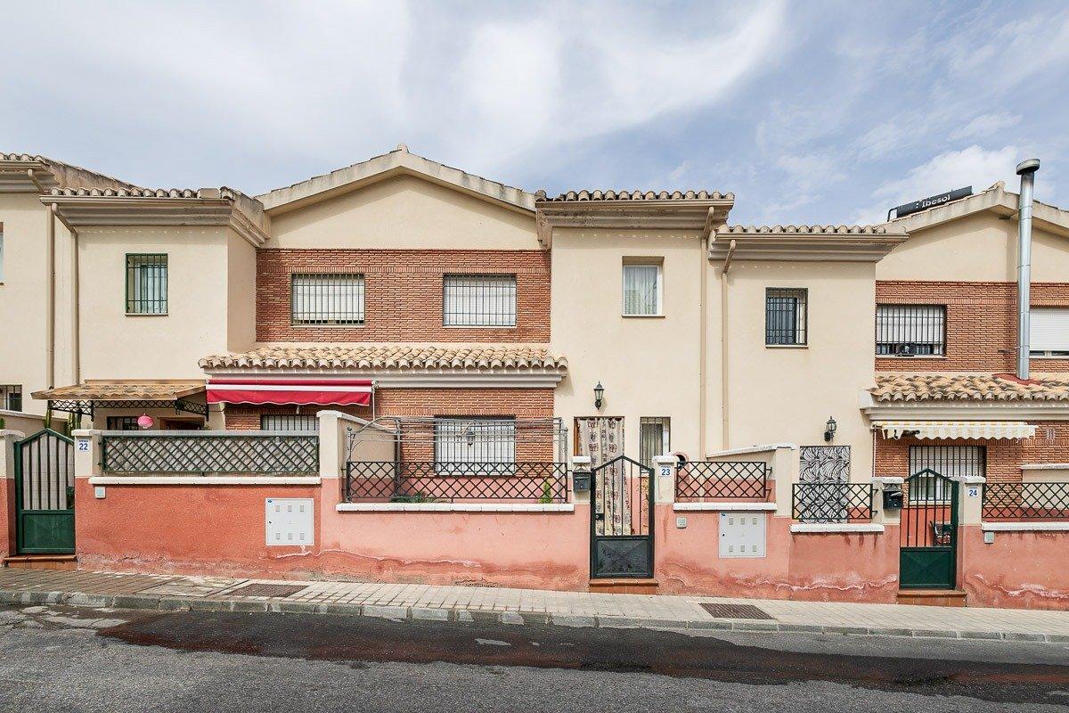 Casa adosada en barrio de monachil