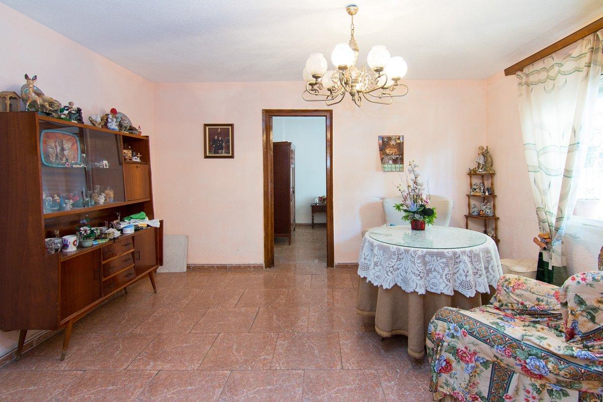 En una buena zona del zaidin , piso de tres dormitorios y un baño, Granada