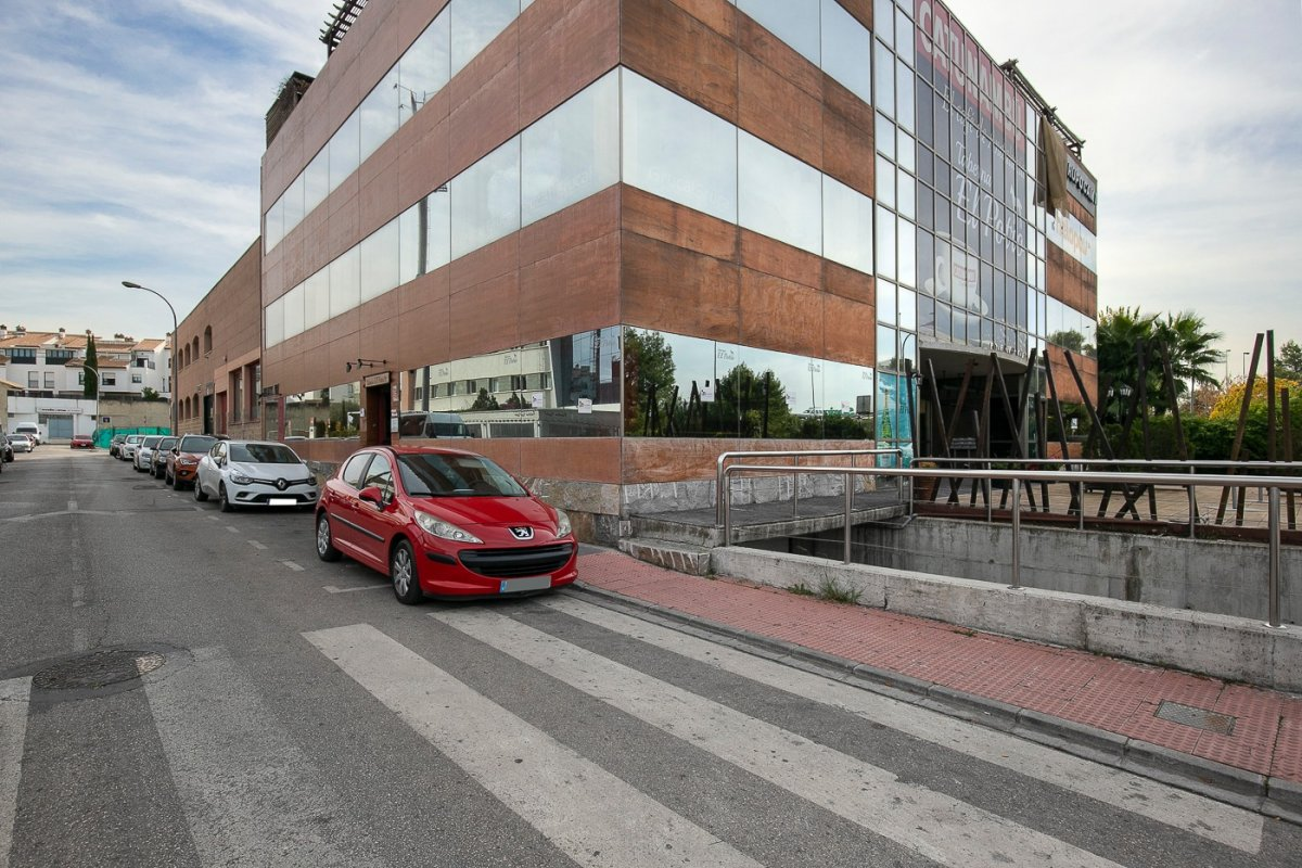 Espectacular edificio de cinco plantas en Granada