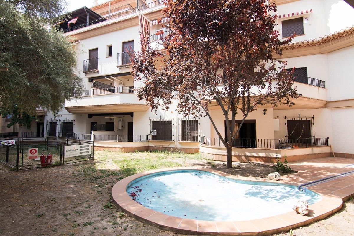 Piso seminuevo a la entrada de Guejar sierra de dos dormitorios . Amueblado, Granada